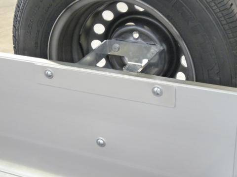 Spare wheel holder mounted on end panel