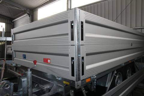 Aluminium raised side panel 350 mm high, on four sides with recessed catches 5460x1750