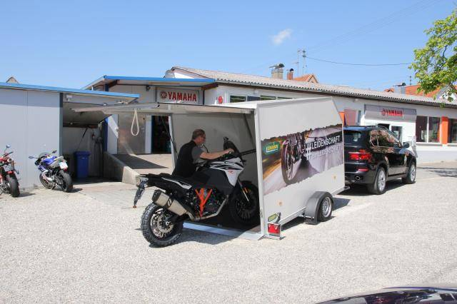 Cargo trailer for motorcycles